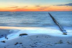 Ostsee mit Wellenbrechern